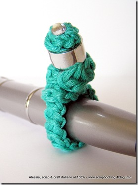 l'anello con il tappo riciclato, crochet e strass