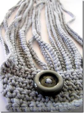 il collier grigio perla all'uncinetto