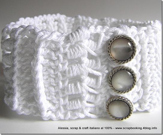 collarino a crochet e bottoni gioiello