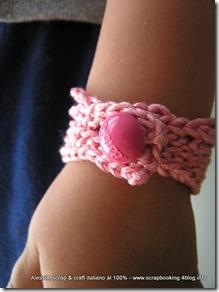 Braccialetto firmato Barbie, tutto rosa e crochet