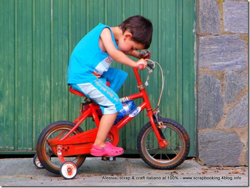 Felicità è... andare in bicicletta in giardino