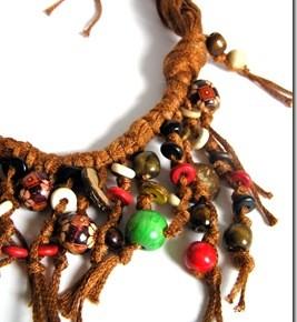 Collane? Necklace? Ancora qualcuna con filati e perle di legno