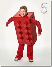 """il costume da """"mattoncino Lego"""" da Country Living"""
