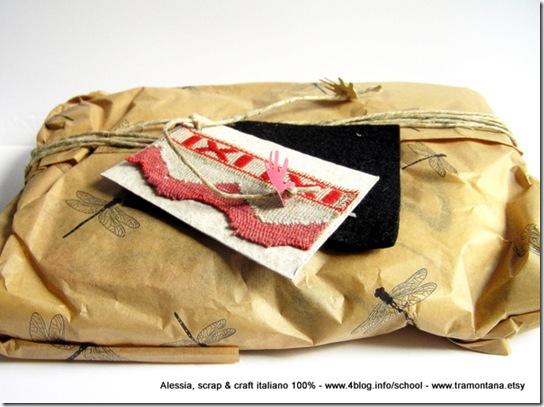 il pacchetto con la carta velina con le libellule e il biglietto che ho letto tutto d'un fiato