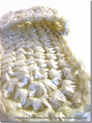Ciabattine da doccia con la plastica riciclata a crochet