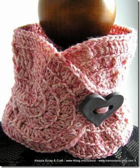 Queen of Hearts, un completino a crochet con bottoni giganti