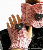 Queen of Hearts, un completino a crochet con cuori giganti