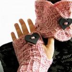 Queen of Hearts, un completino a crochet con cuori giganti