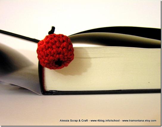 Leggendo Twilight saga, una mela rossa come segnalibro
