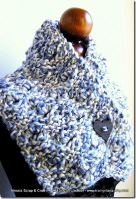 Uno scaldacollo e scaldaspalle di lana grossa, Valentine Blue