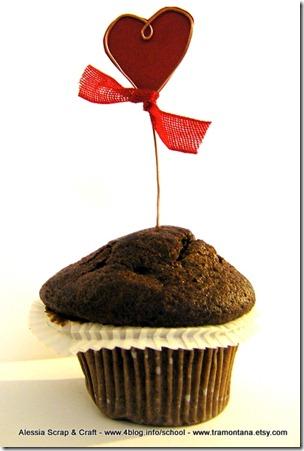San Valentino: cupcake topper con filo di rame e cuore rosso