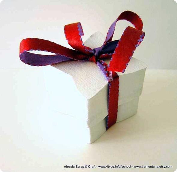 Scatoline fai-da-te a forma di stella in cartone riciclato