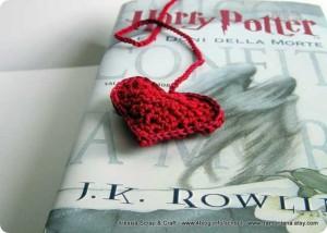 Segnalibri a crochet, non poteva mancare il cuore imbottito