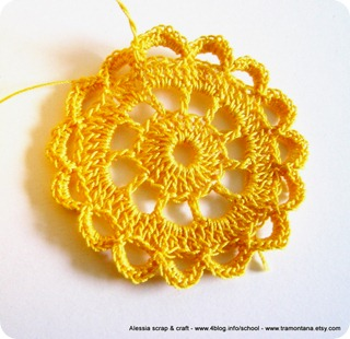 Un sole giallo estemporaneo a crochet