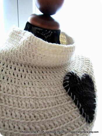 Primitive Cape una mantella a crochet, ultima moda in lana d'Abruzzo