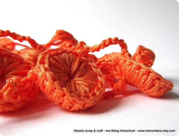 Una collana a crochet: Halloween Candy