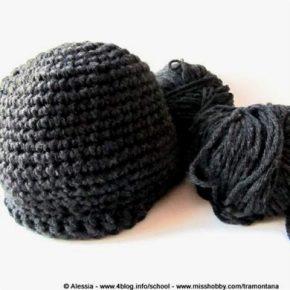 Backstage, lavorando un cappellino a crochet…