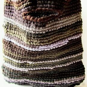 Nylon, una borsa con riciclo spinto e crochet