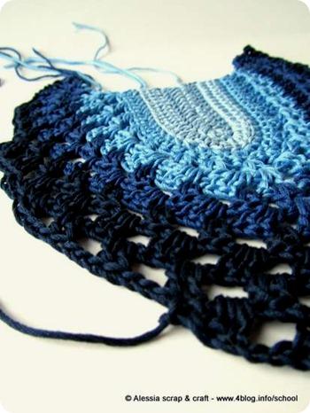 La canotta a crochet degli anni '70 in blu