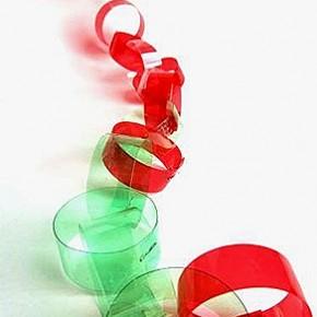 Lavoretti: la ghirlanda di plastica riciclata