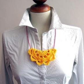 Il sottobicchiere a crochet diventa una collana