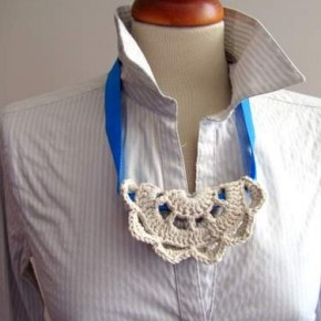 Ancora sottobicchiere/merletto su una collana