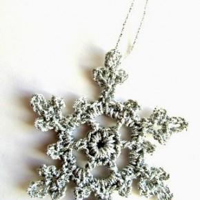 -50 giorni a Natale: fiocchi di neve argentati