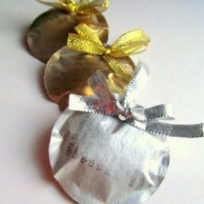 -50 giorni a Natale: palline di carta di giornale