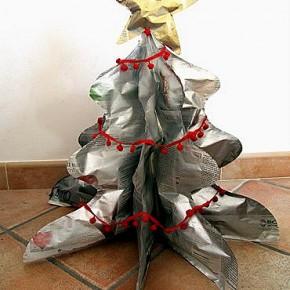 -50 giorni a Natale: fare l'albero ecologico di carta di giornale