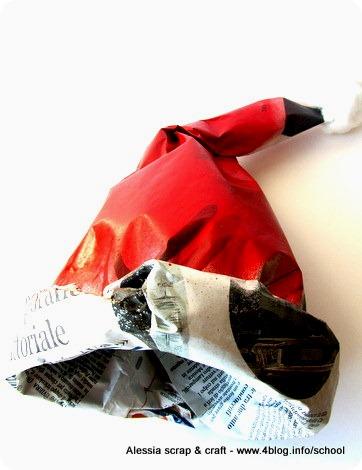 -50 giorni a natale: cappello di Babbo Natale di carta