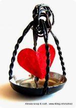 Il cuore in gabbia, riciclando la gabbia dello spumante…