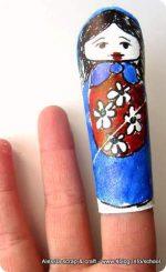 Bambini: marionette da dita con rotoli di cartone