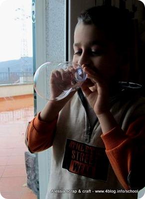 Lavoretti: bolle di sapone con le bottiglie di PET