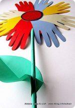 Per celebrare primavera e festa della mamma ci vuole un maxi fiore di carta