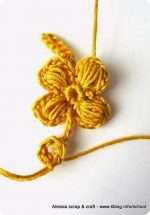 Prove di puff stitch flower in giallo