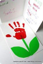 Fine della scuola: il biglietto con il fiore per le maestre