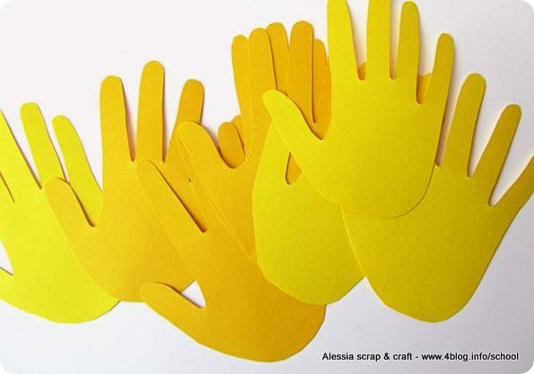 Tante mani per fare i fiorelloni da regalare alle maestre