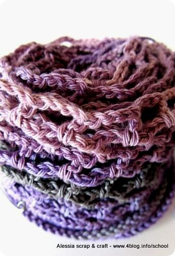 Lavori in corso: continua il crochet estivo in viola, grigio e rosa