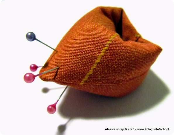 Scuola di Cucito: facciamo un anello puntaspilli di stoffa