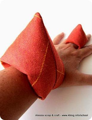 Bracciale imbottito coordinato con l'anello: ecco i softies bijoux
