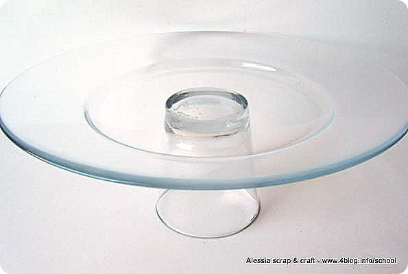 Come creare alzatine DIY per dolci con piatti ciotole e bicchieri