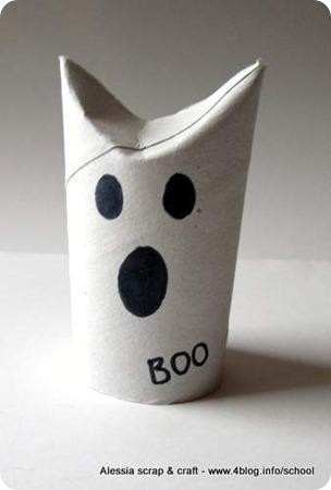 Fantasmino di Halloween fatto con i tubi di cartone