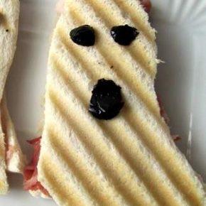 Toast fantasmini di Halloween e menu veloce per i bambini