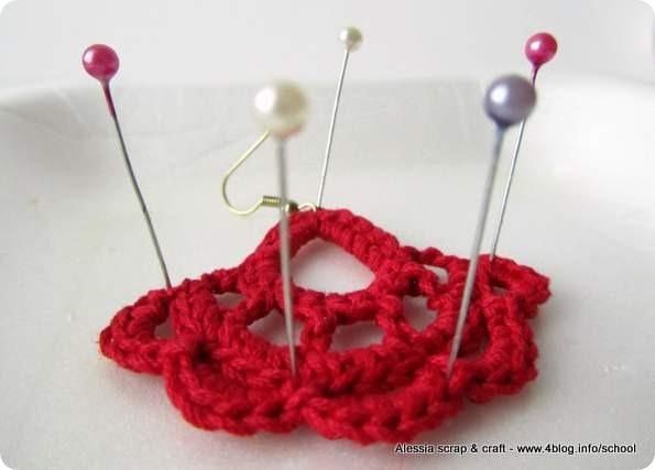 Inamidare i lavori a crochet con la lacca per capelli