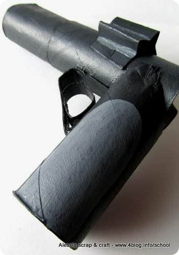 Carnevale e travestimenti: revolver faidate di cartone