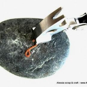 Bijoux e metalli: sassi come base per martellare