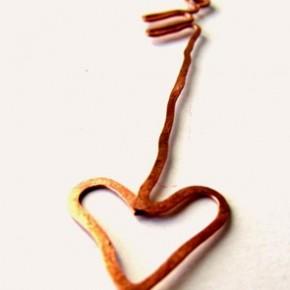 Bijoux: la freccia di Cupido sull'orecchino