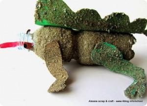 Lavoretti dei bambini: il dinosauro di bottiglia