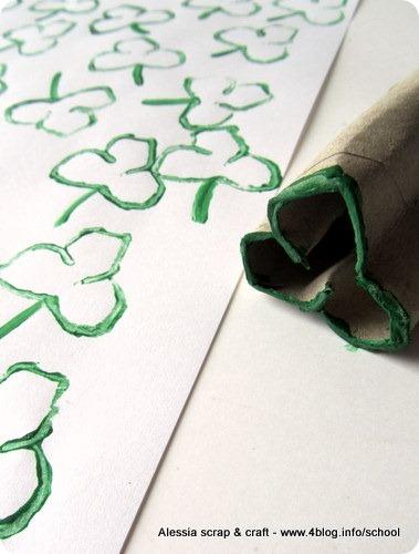 St. Patrick's Day: carta regalo con trifogli stampati