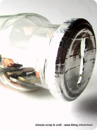 Salvadanaio fatto riciclando barattoli di vetro